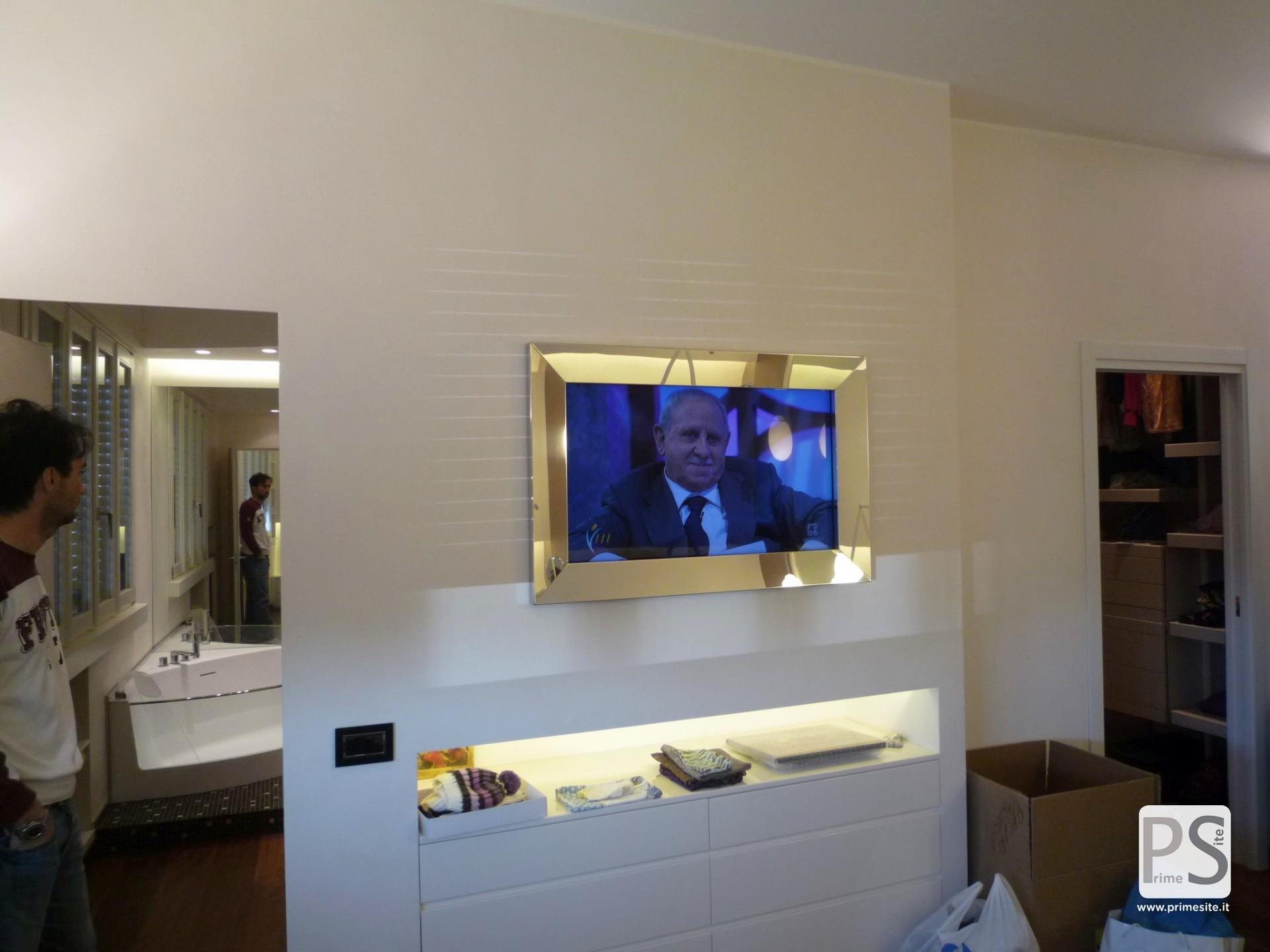 Produzione di cornici personalizzate per monitor prime for Cornici a muro per foto
