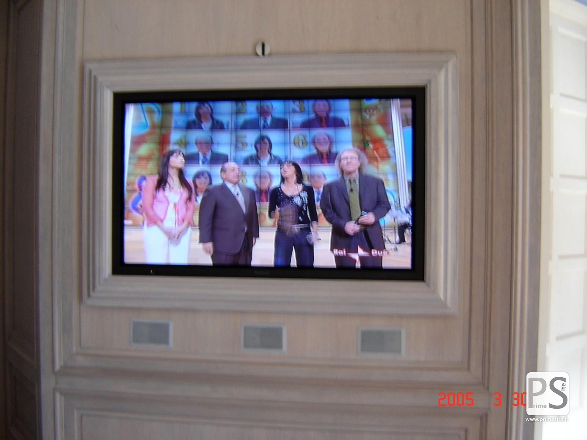Custom tv frames prime site bang olufsen milano for Cornici online per foto